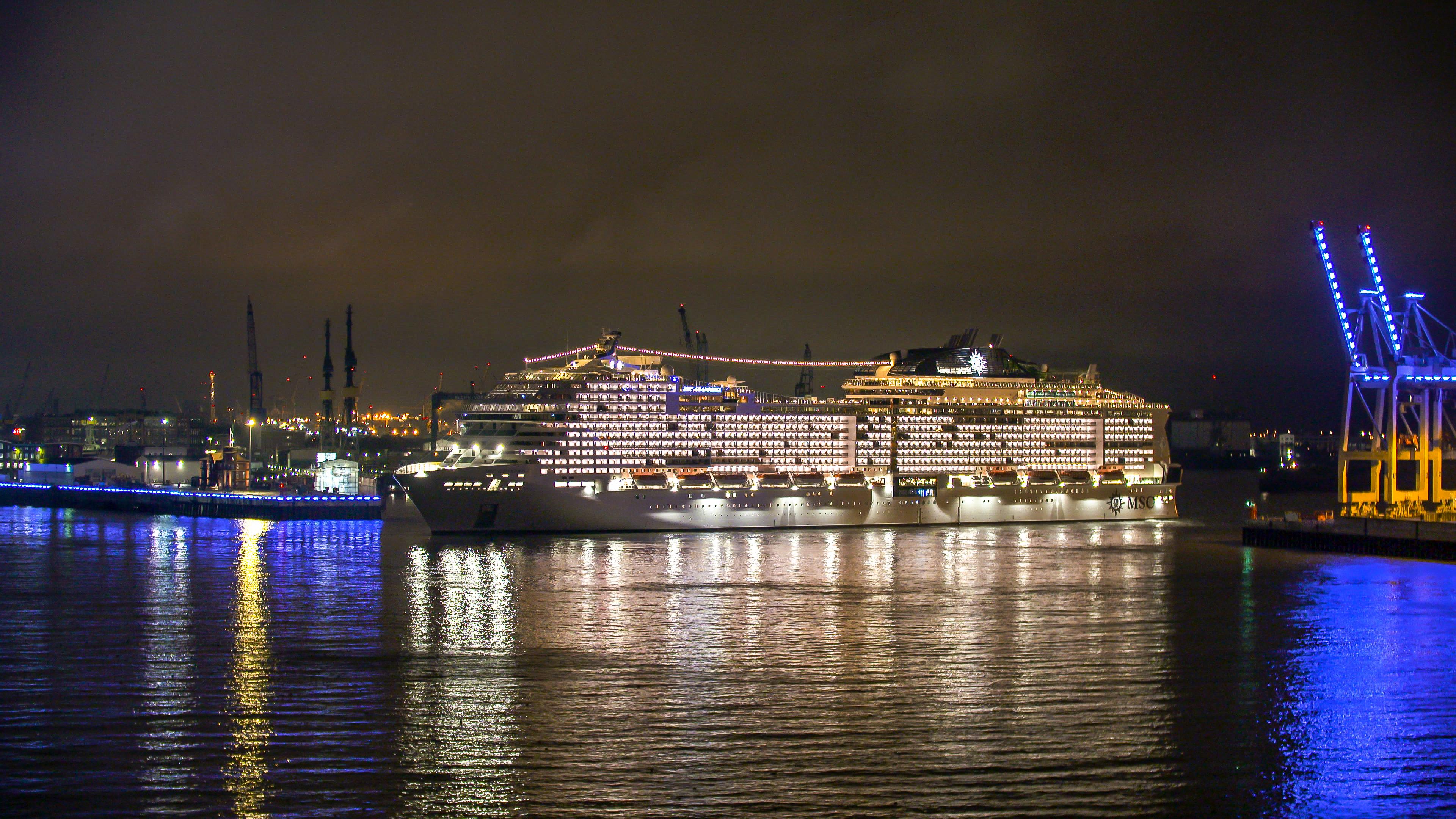 MSC Grandiosa arrives in Hamburg (3)